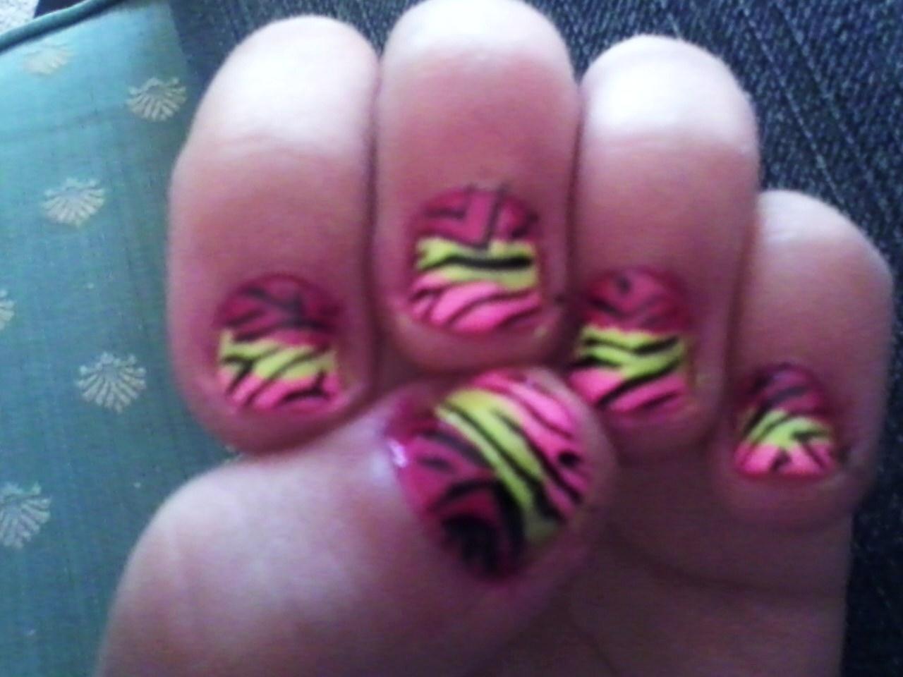 Zebra Stripe Fingernails