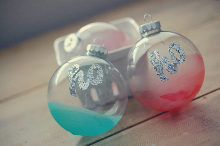 Holiday DIY: Ombre ornaments
