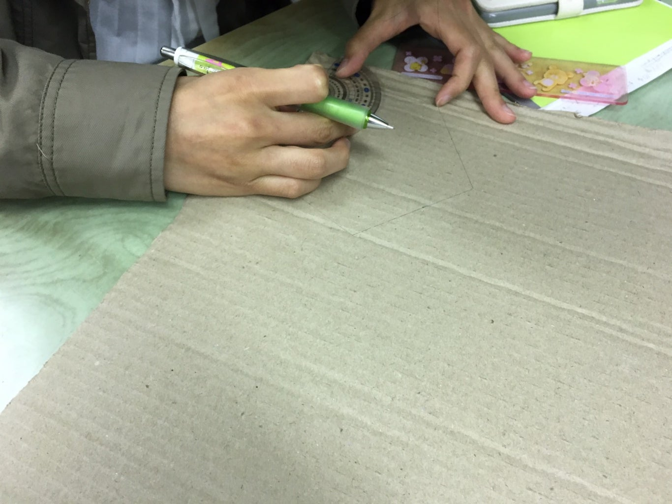 Make a Skatch on the Cardboard