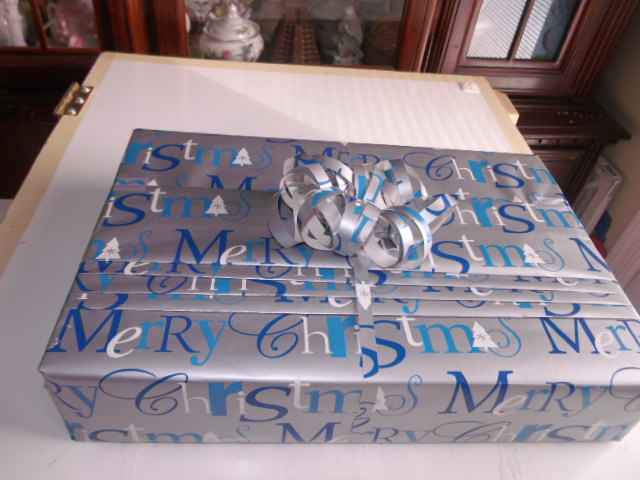 How to gift wrap presents with pleates!