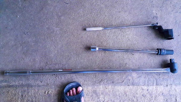 Super Easy Way to Remove and Reinstall the Crankshaft Pulley Bolt (Honda Civic 1999 D15B)