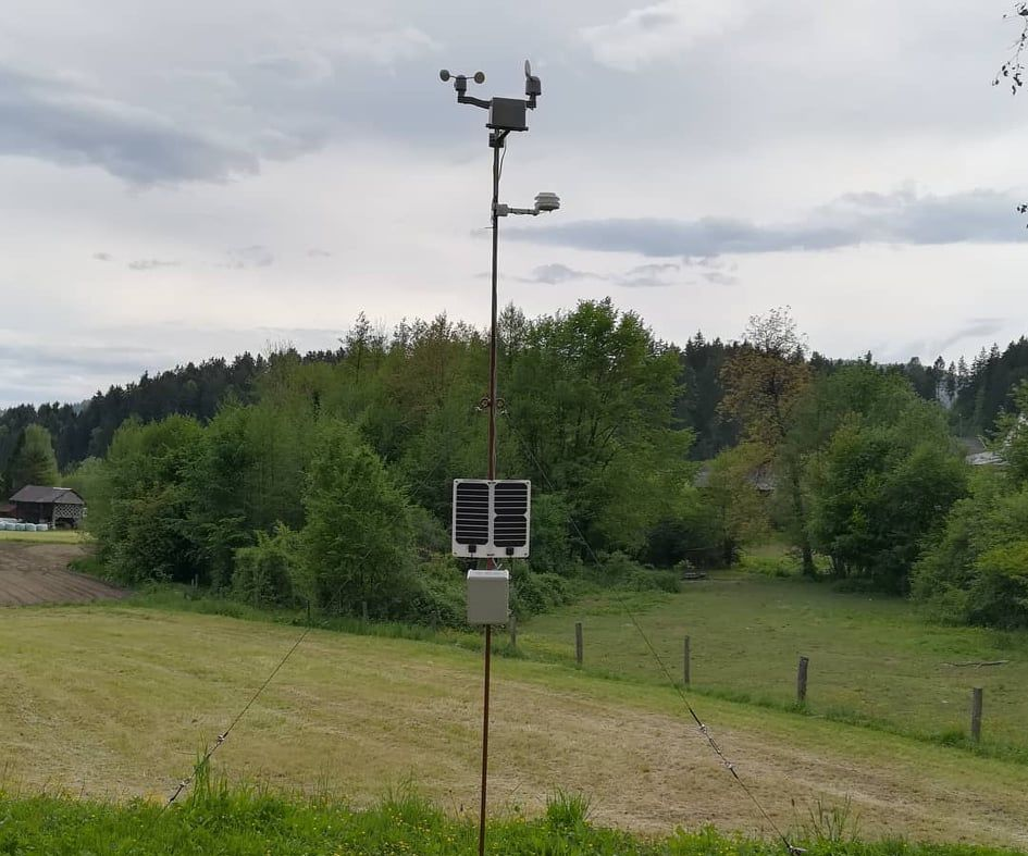 Weather Station With Wireless Data Transsmiting