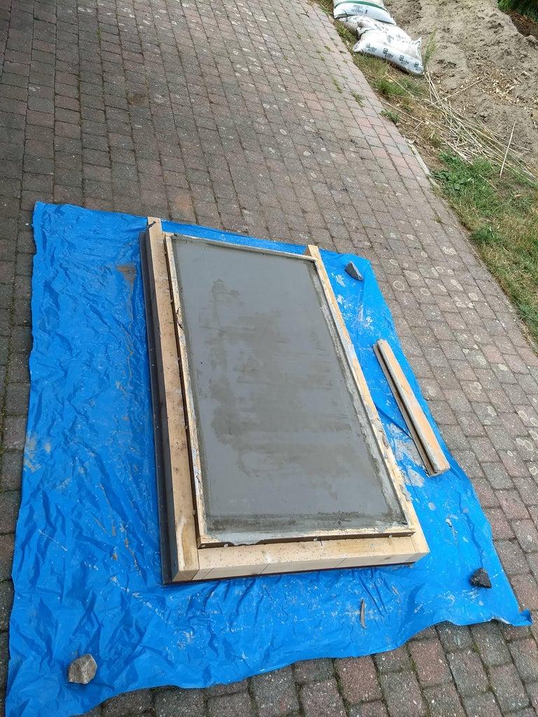 Pour Concrete and Vibrate to Remove Air Inside Concrete