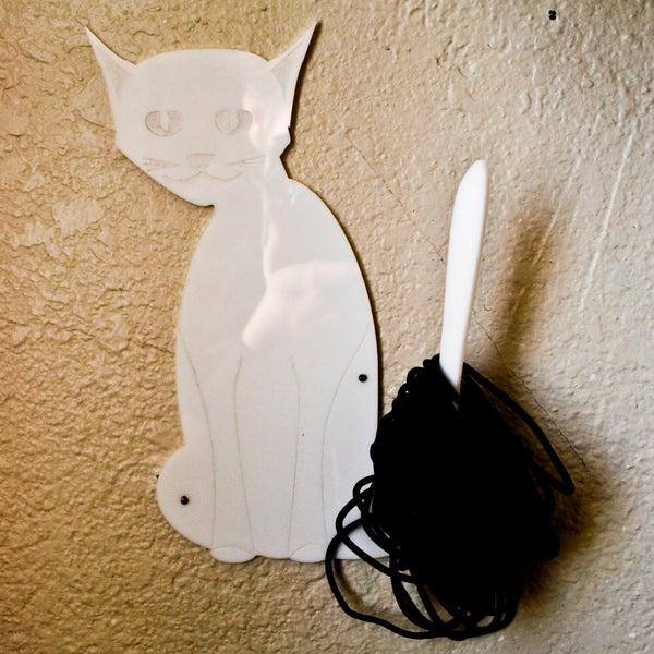 Cat Hair-Tie Tamer.