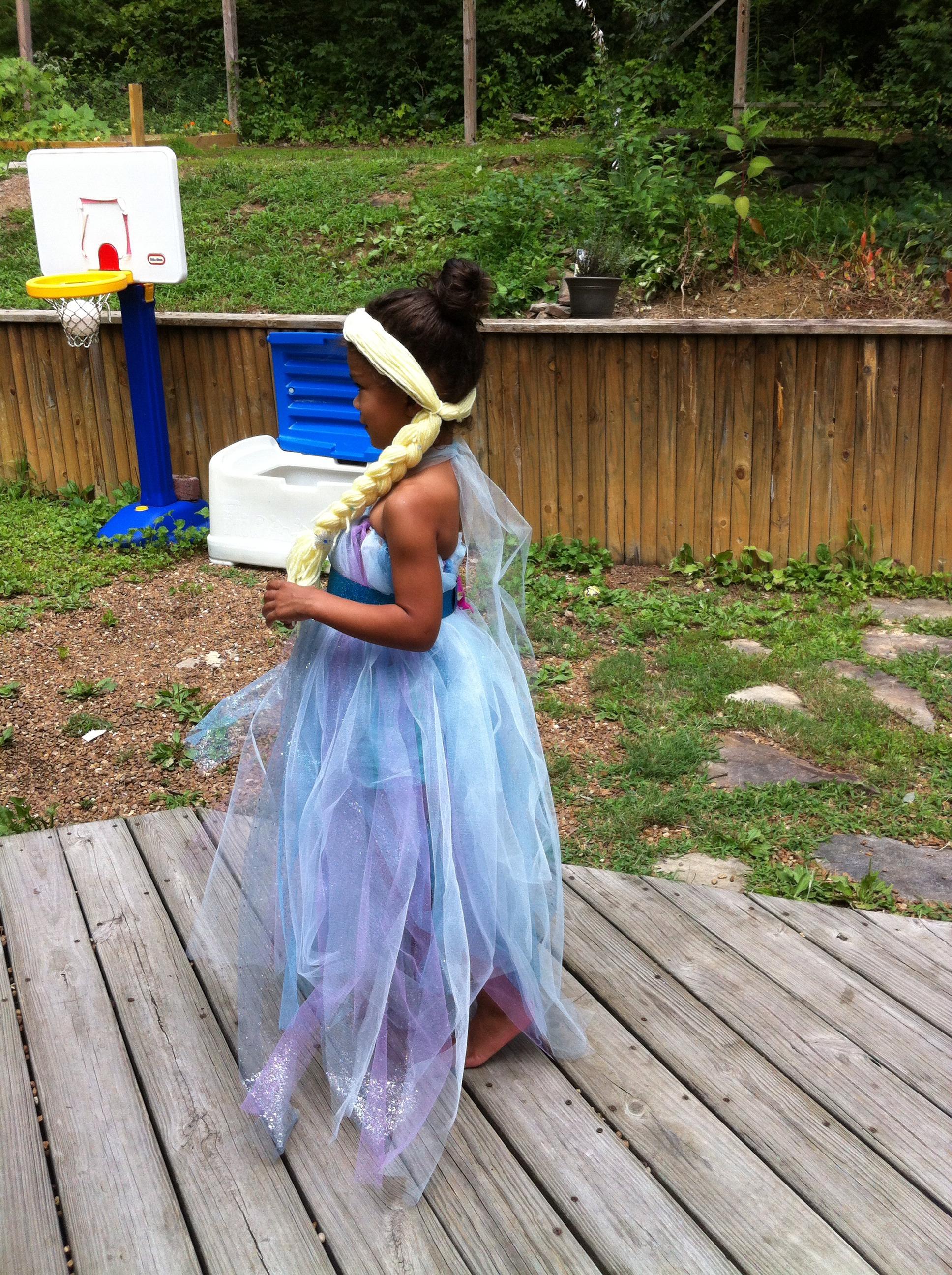 Queen Elsa's Dress And Wig