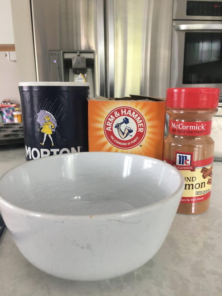 In a Seperate Bowl Combine a Teaspoon of Baking Soda, Cinnamon and Salt.