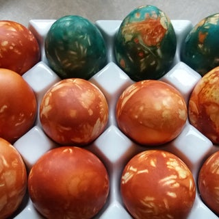 Marble Dyeing Easter Eggs With Onion Skin
