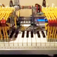 Knex Piano Playing Robot