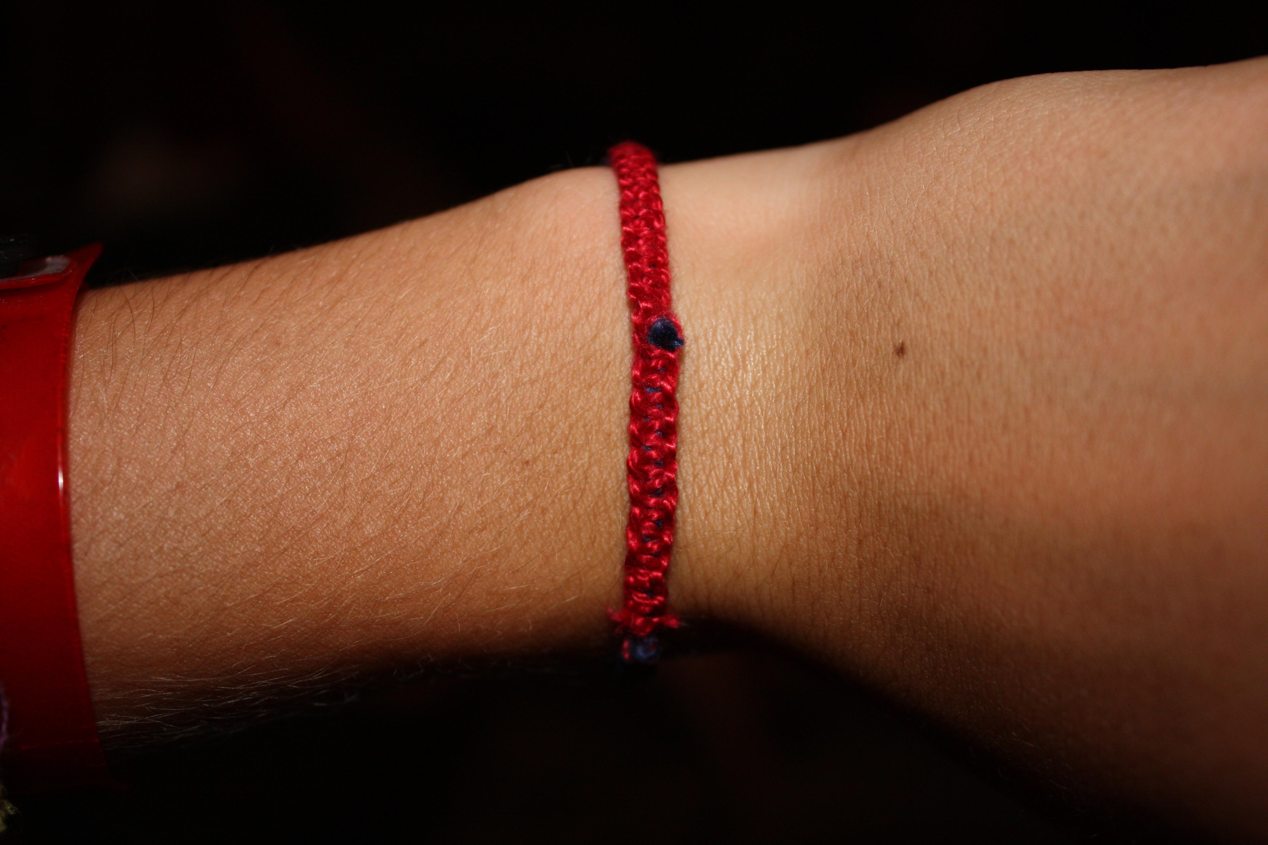 How to Make a Macrame [mak-ruh-mey] Bracelet