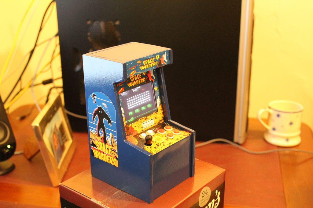 "7"" Tall Space Invaders Arcade machine"