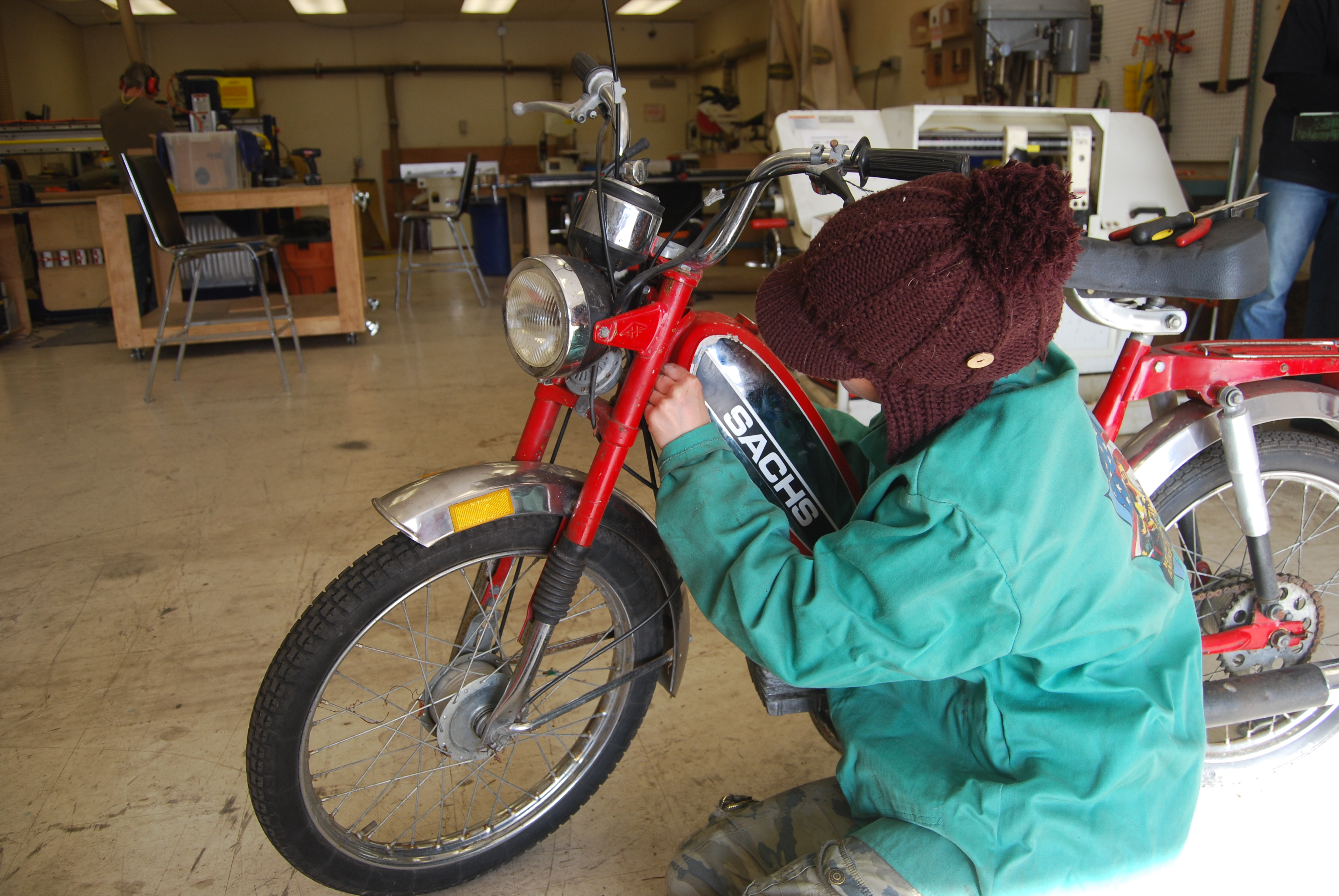 How to clean out a rusty gas tank and replace oil on a moped
