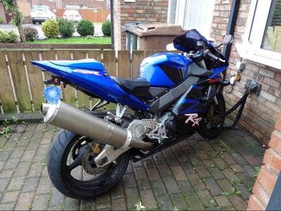 Jump Starting a Motorbike From a Power Bank Starter