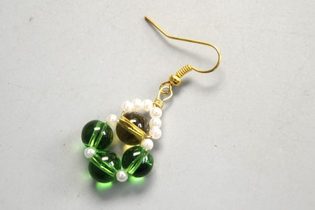 Instruction of Making Earrings With Glass Beads and Pearl Beads