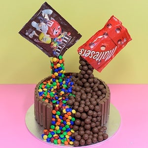 CHOCOLATE AND VANILLA MARBLE FOUNTAIN CAKE (Malteser and M&M's)