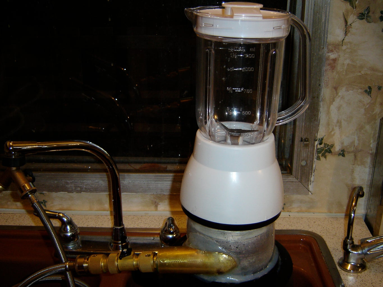 Build a CD Turbine Kitchen Gadget: the Blender
