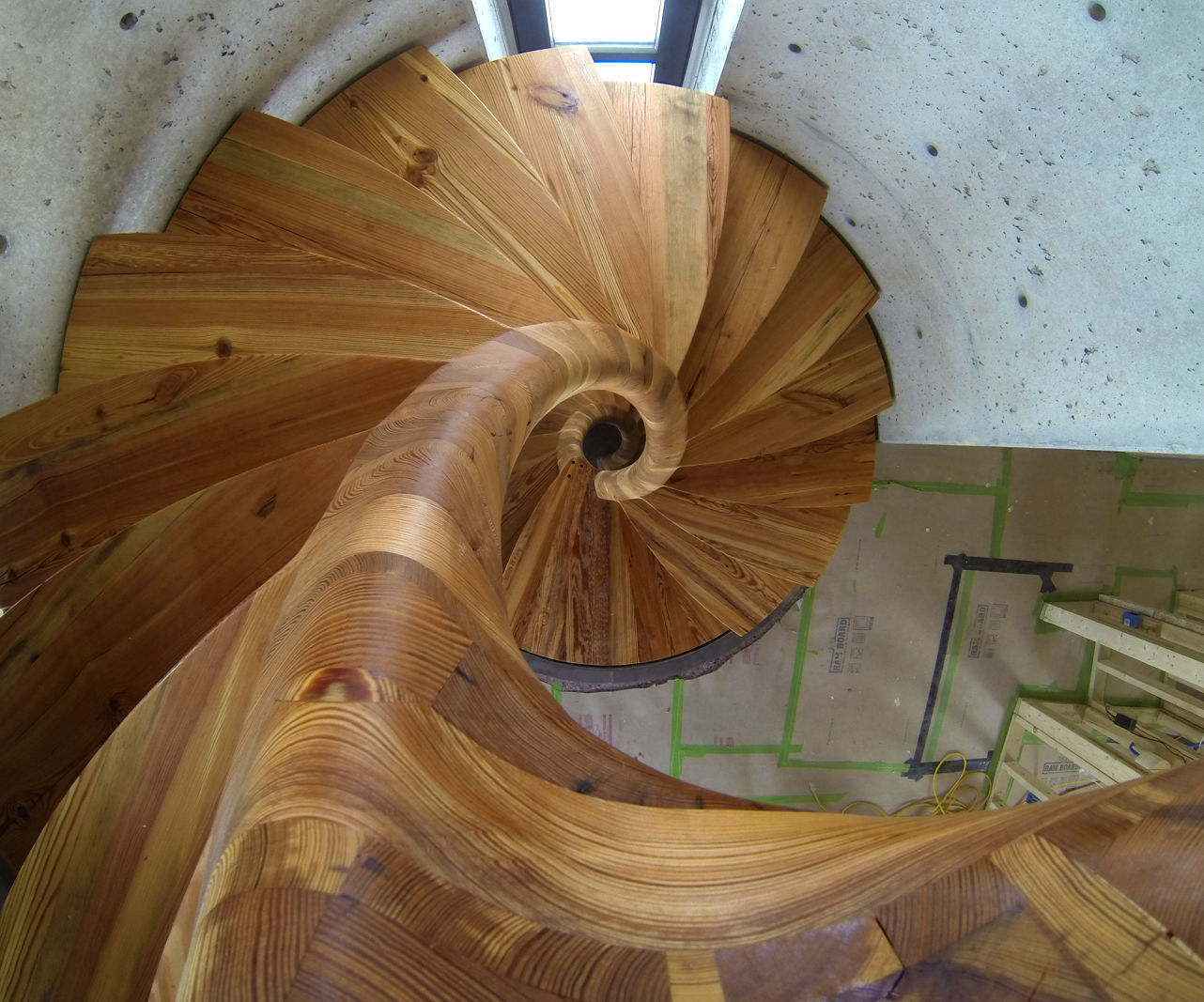 Spiral Staircase With a TON of Curves