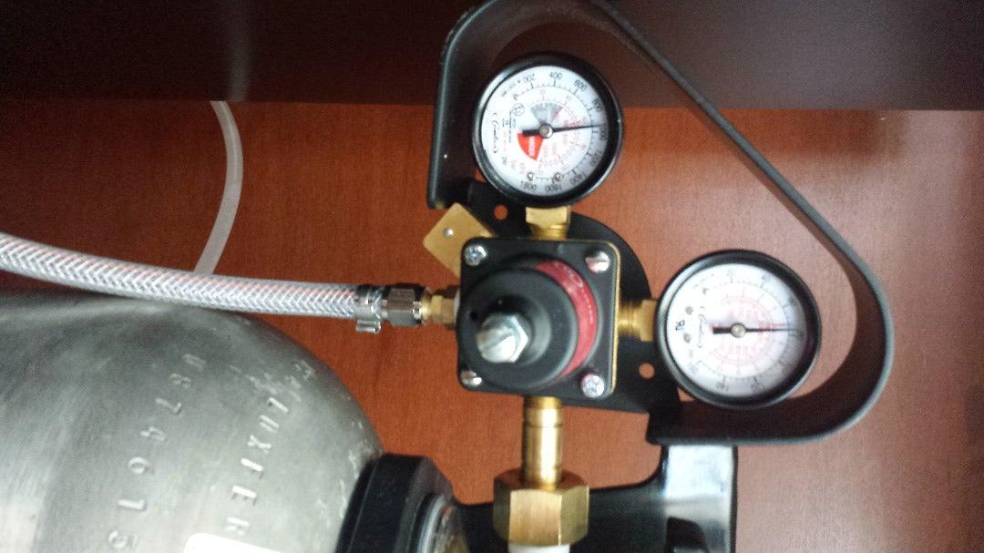 Co2 Cylinder and Regulator