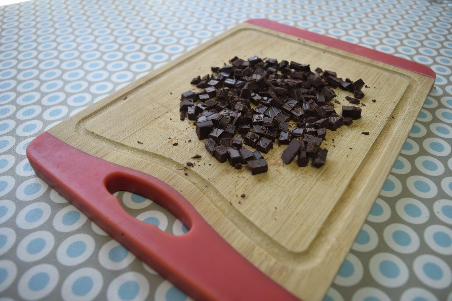 Cortar Trozos De Chocolate