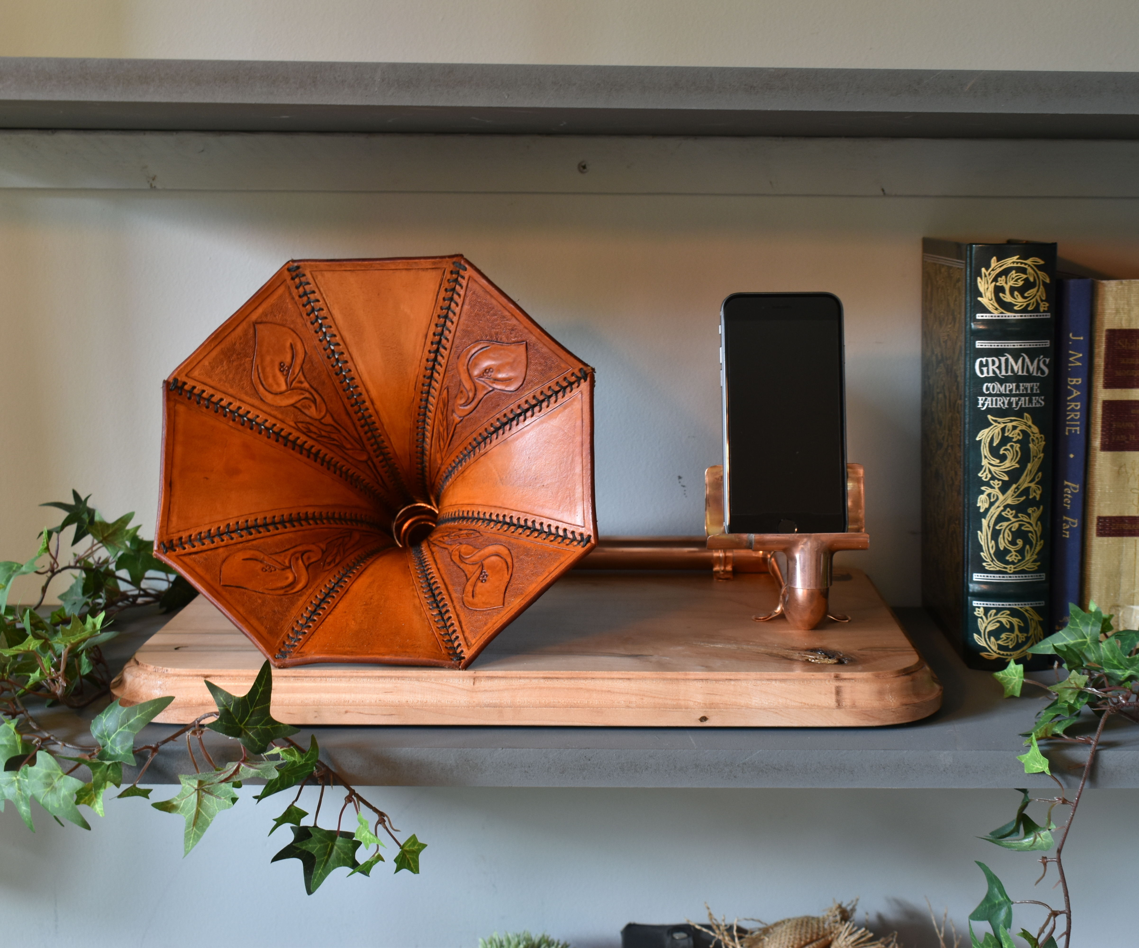 Leather Gramophone Horn, Passive Smart Phone Amplifier