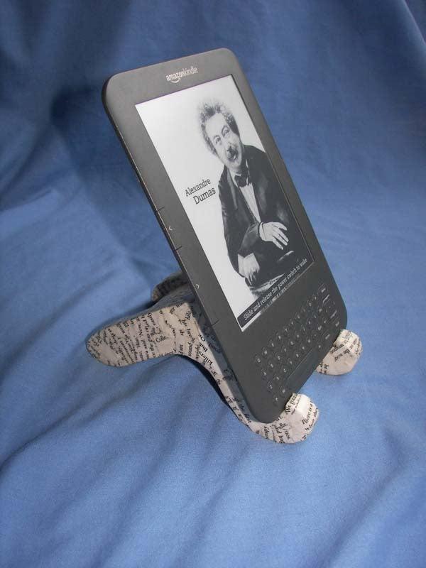 Adjustable Cardboard Kindle Stand (ACKS)