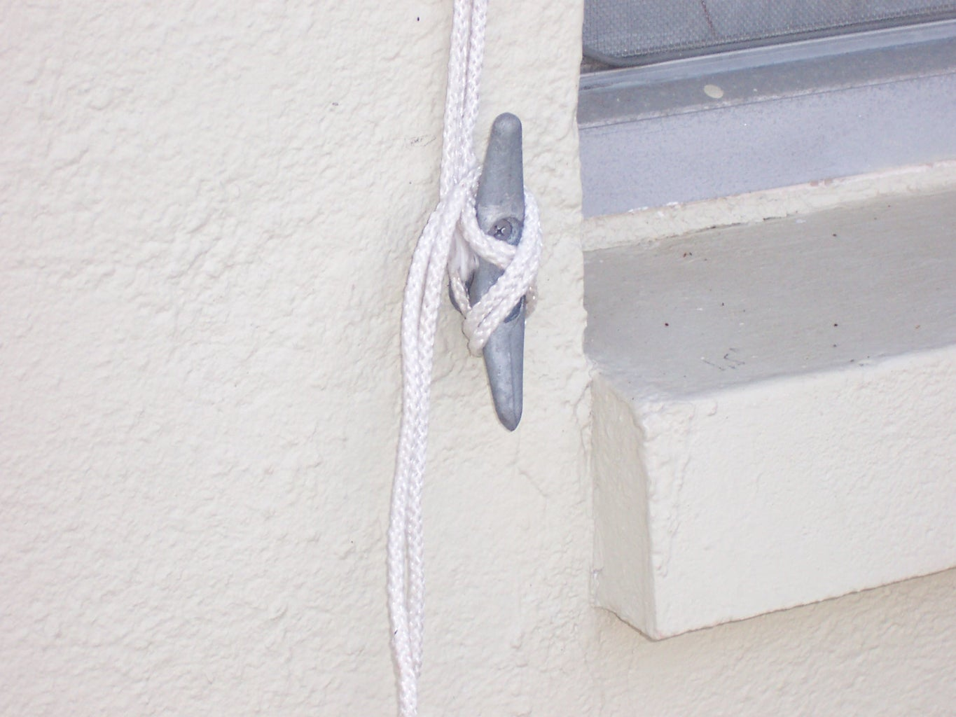 Cleat Hold Awning Retracted