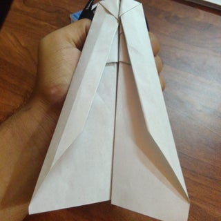 The Worlds Best Paper Airplane. the World Length Record Is 102 Feet!