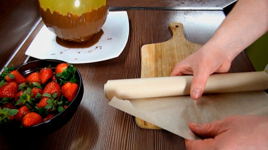Place Parchment Paper for Strawberries With Hot Chocolate