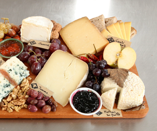 How to Make the Perfect Cheese Board for the Holiday