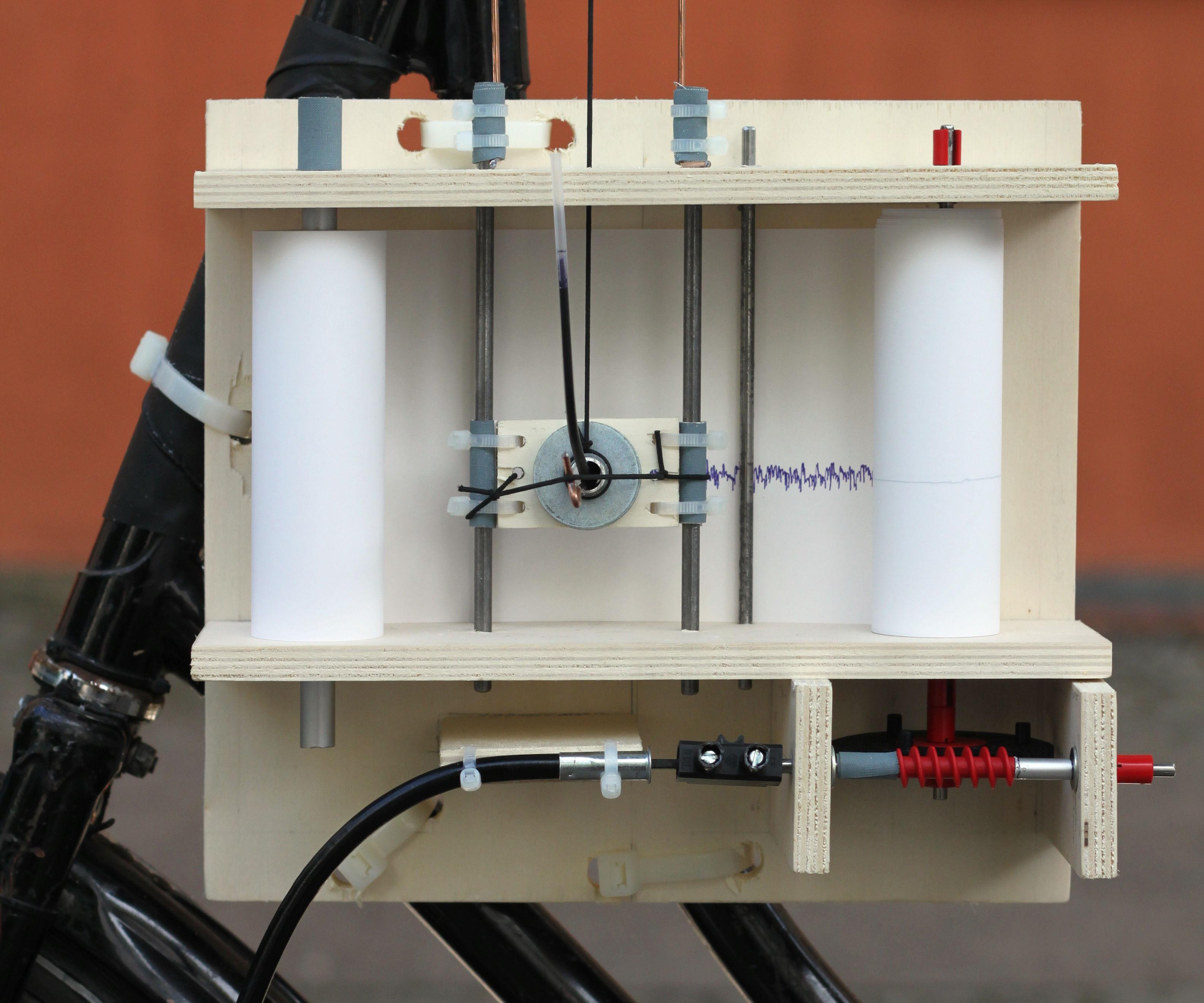 Mechanical bicycle seismograph