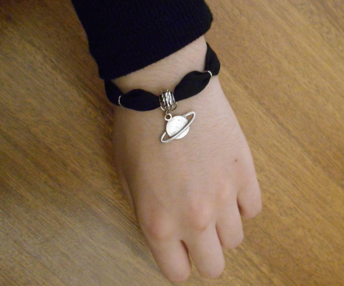 Saturn Bracelet-Choker
