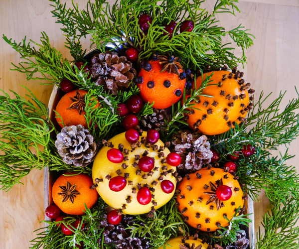 Homemade Natural Christmas Decorations Using Citrus Fruits & Spices