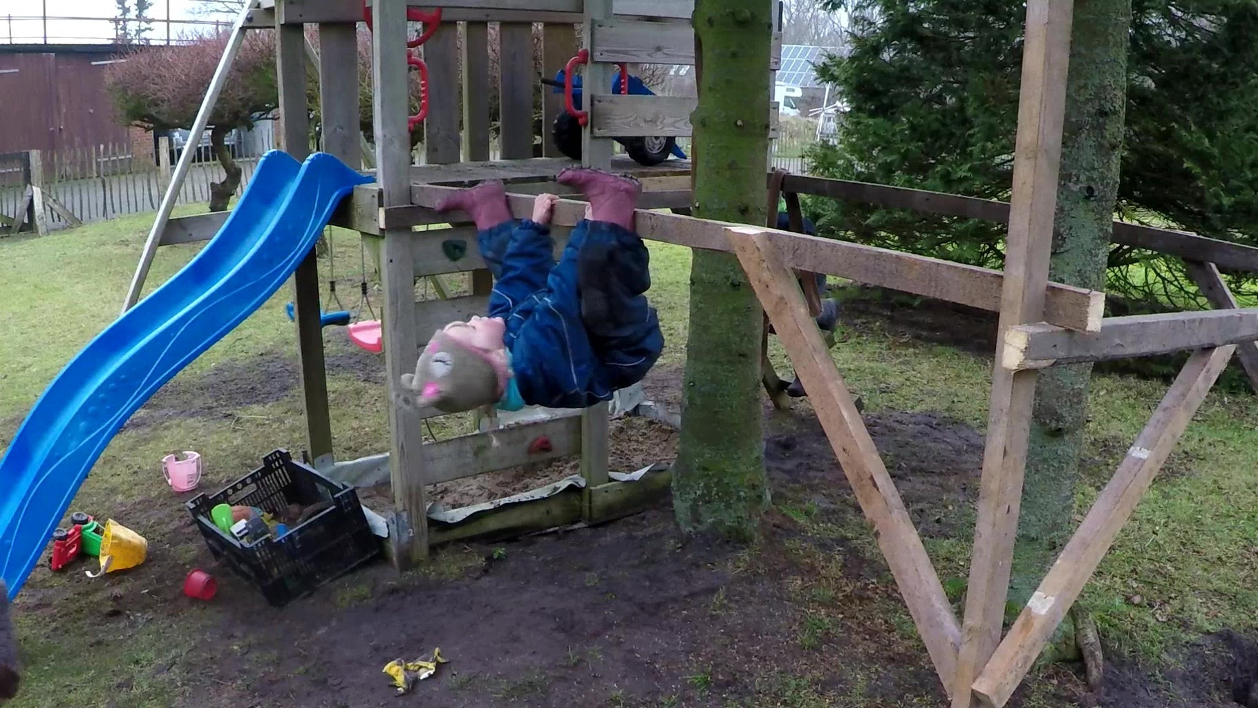 Building the Start-Platform / Playhouse