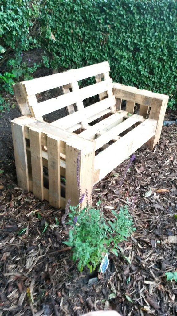 Screw the Pallets Together