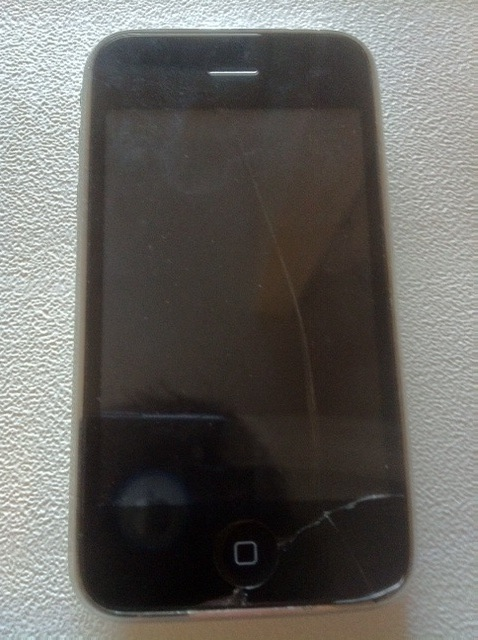 Fixing cracked glass on iPhone 3g/s