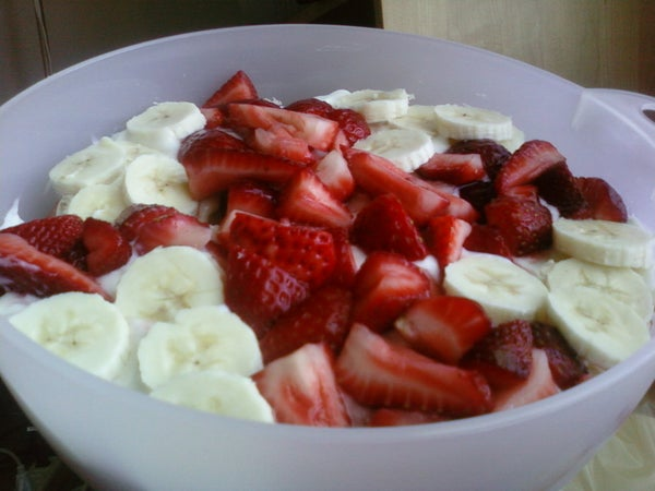 How to Make a Fast and Friendly Fresh Fruit Trifle