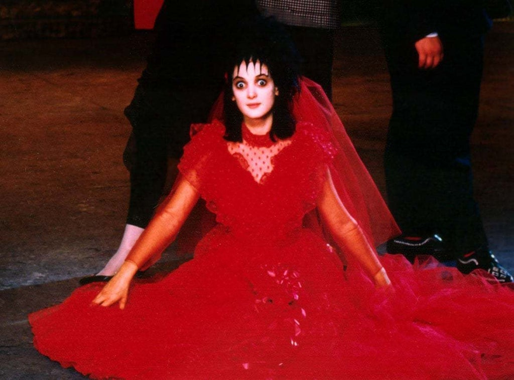 Beetlejuice Lydia S Wedding Dress 4 Steps With Pictures Instructables
