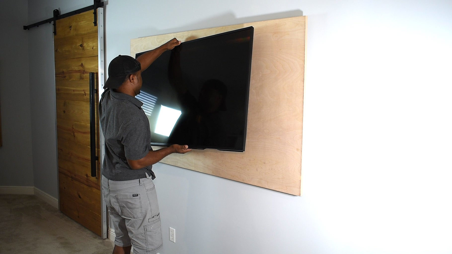 Mounting the TV