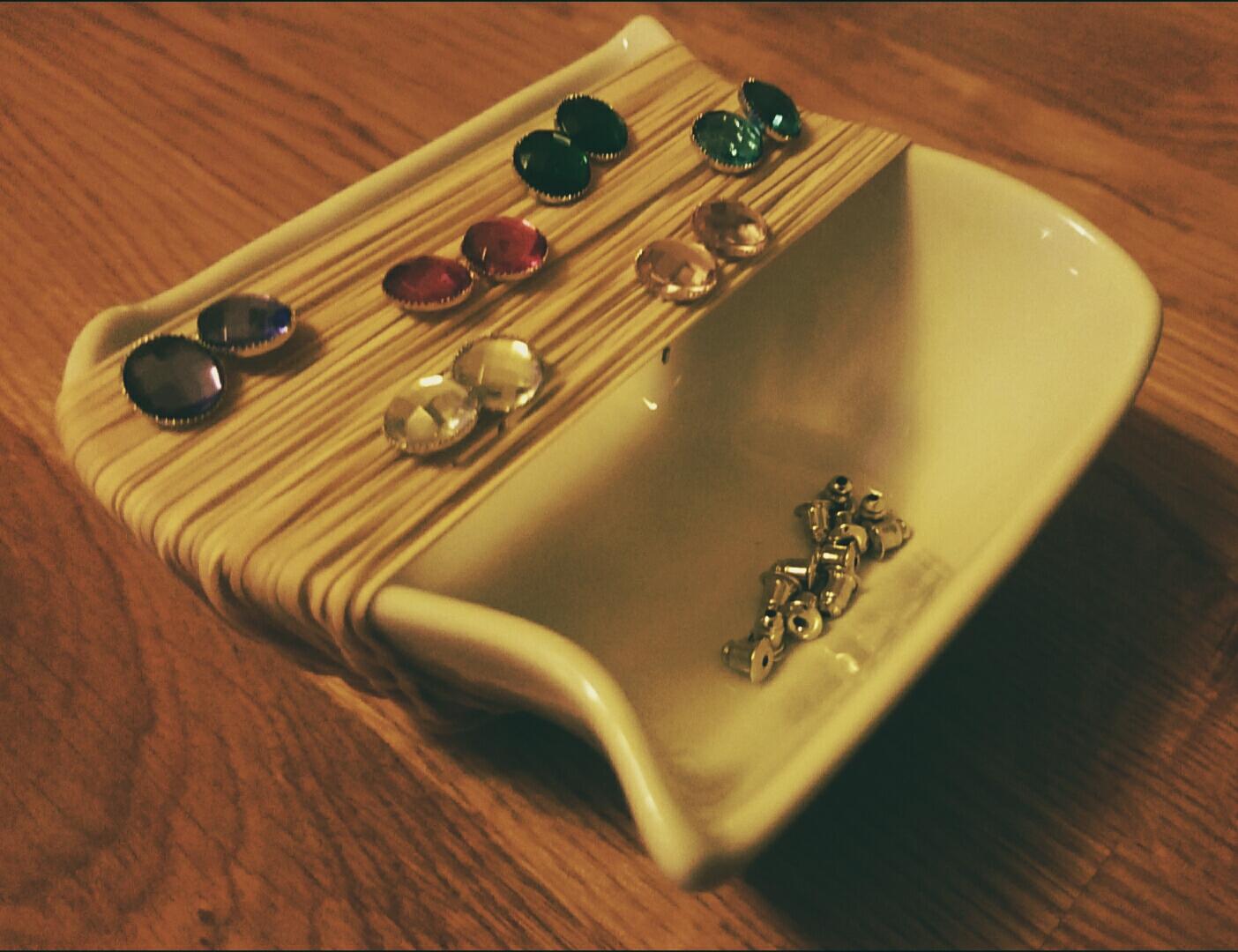 Rubber band - earring holder