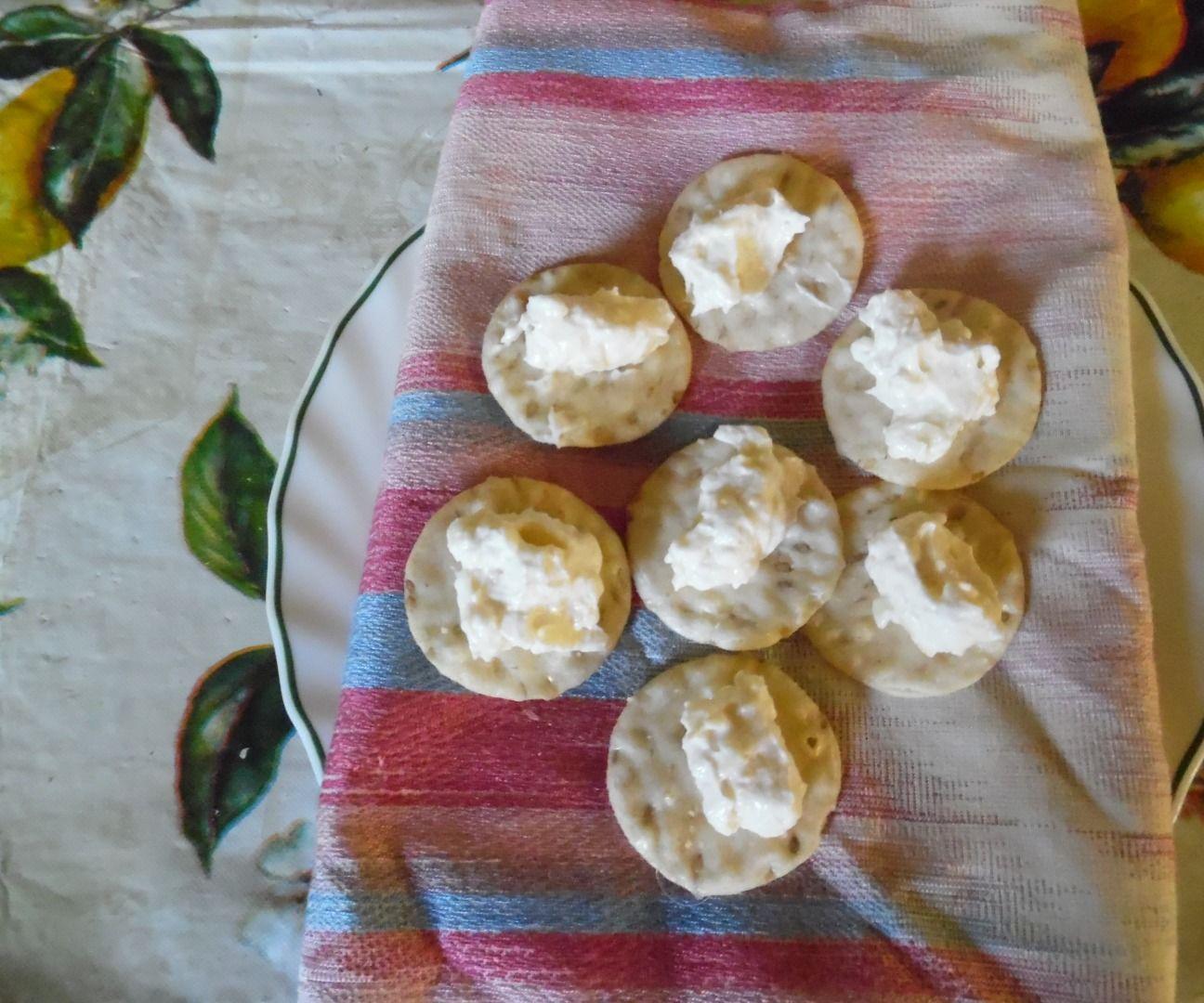 White Sharp Chedder Cheese Horserdish dip