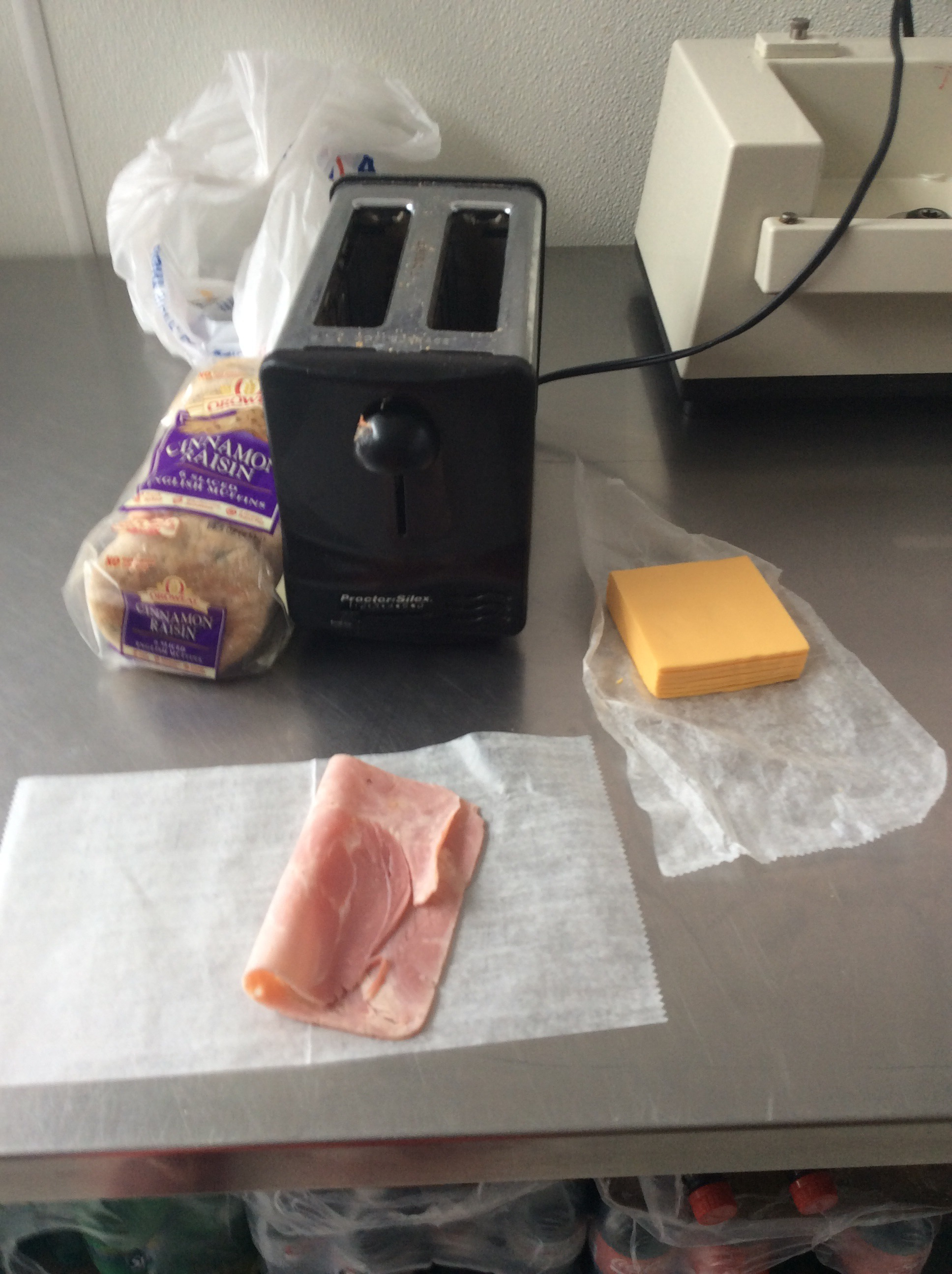 How To Make A Bagel Ham And Cheese Sandwich