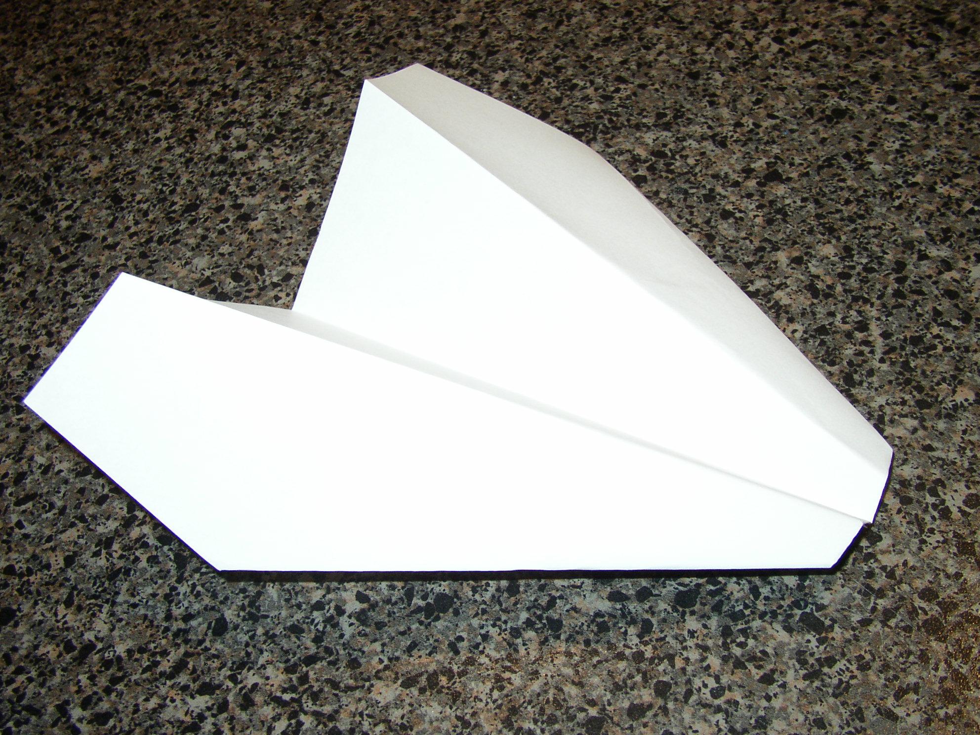 Long Distance Paper Glider