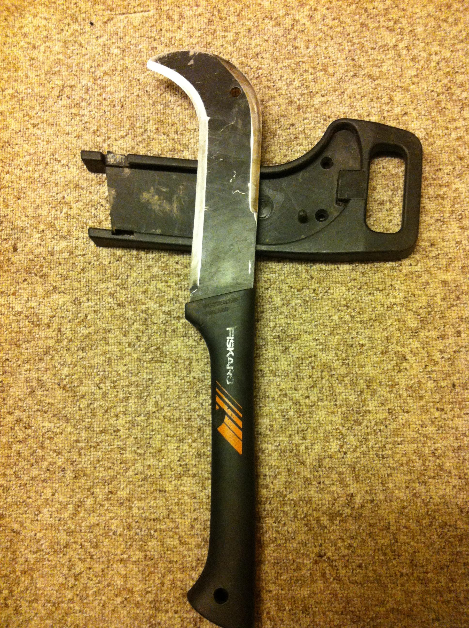 Convert a Fiskars brush knive into a survival tool/platform