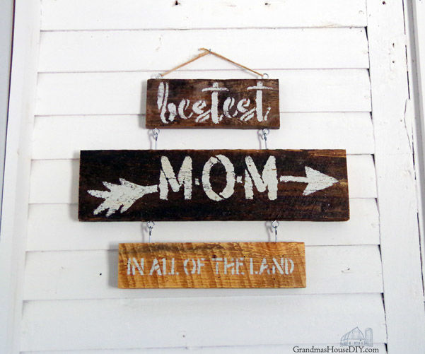 A DIY Sign Just for Mom – Bestest Mom in All of the Land Stencil!
