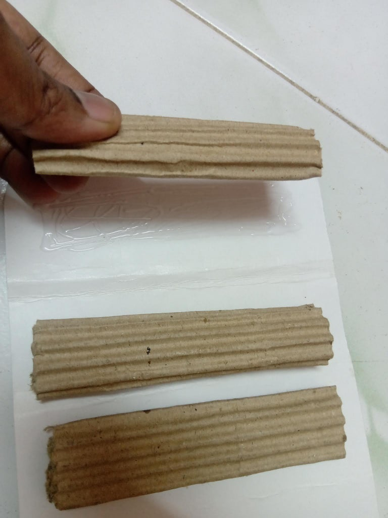 Painting Brush : Metal Layer for Grip : Glue at the Backside of the Folded Cardboard Pieces