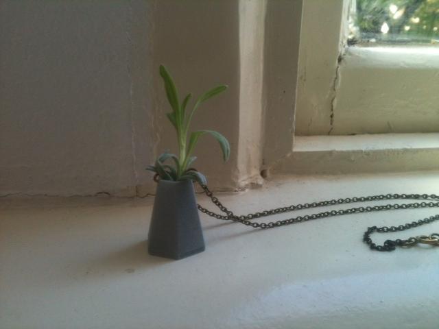 Wearable mini vase