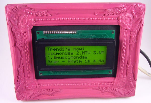 Twitter Scrolling Picture Frame