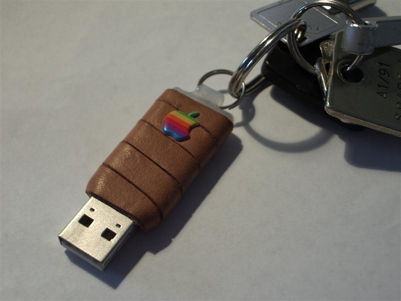 Yet another USB flash drive in leather flavour