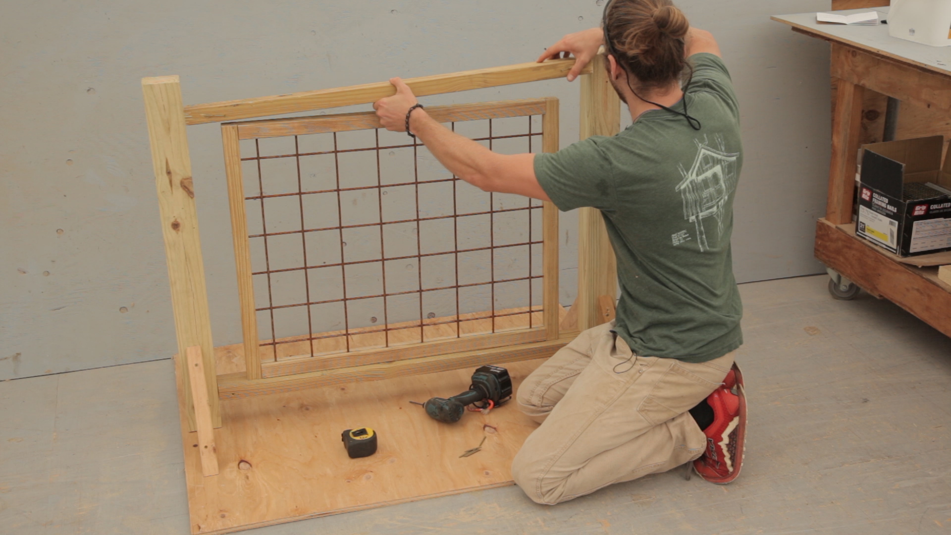 Picture of: Deck Railing With Hogwire Panels 12 Steps With Pictures Instructables