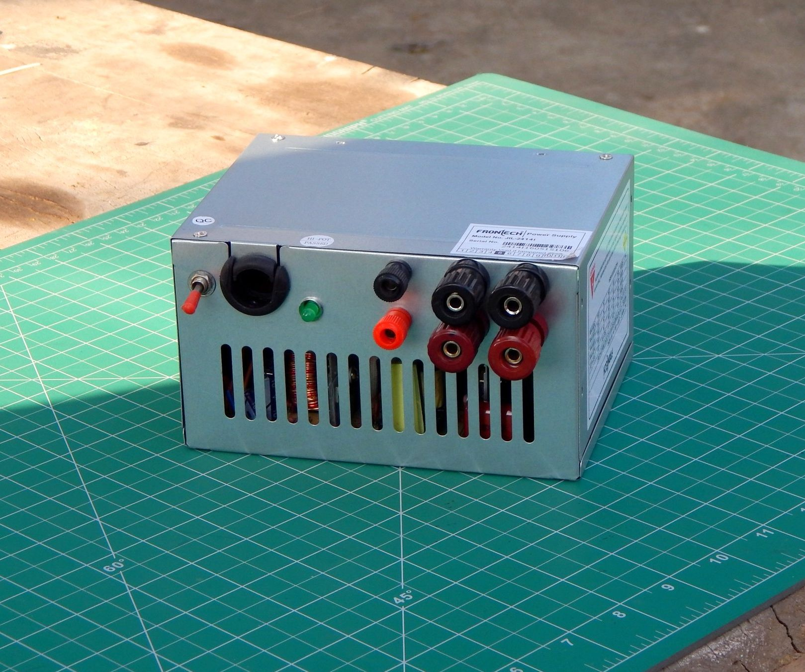 DIY : Bench Power Supply With Old Computer Supply