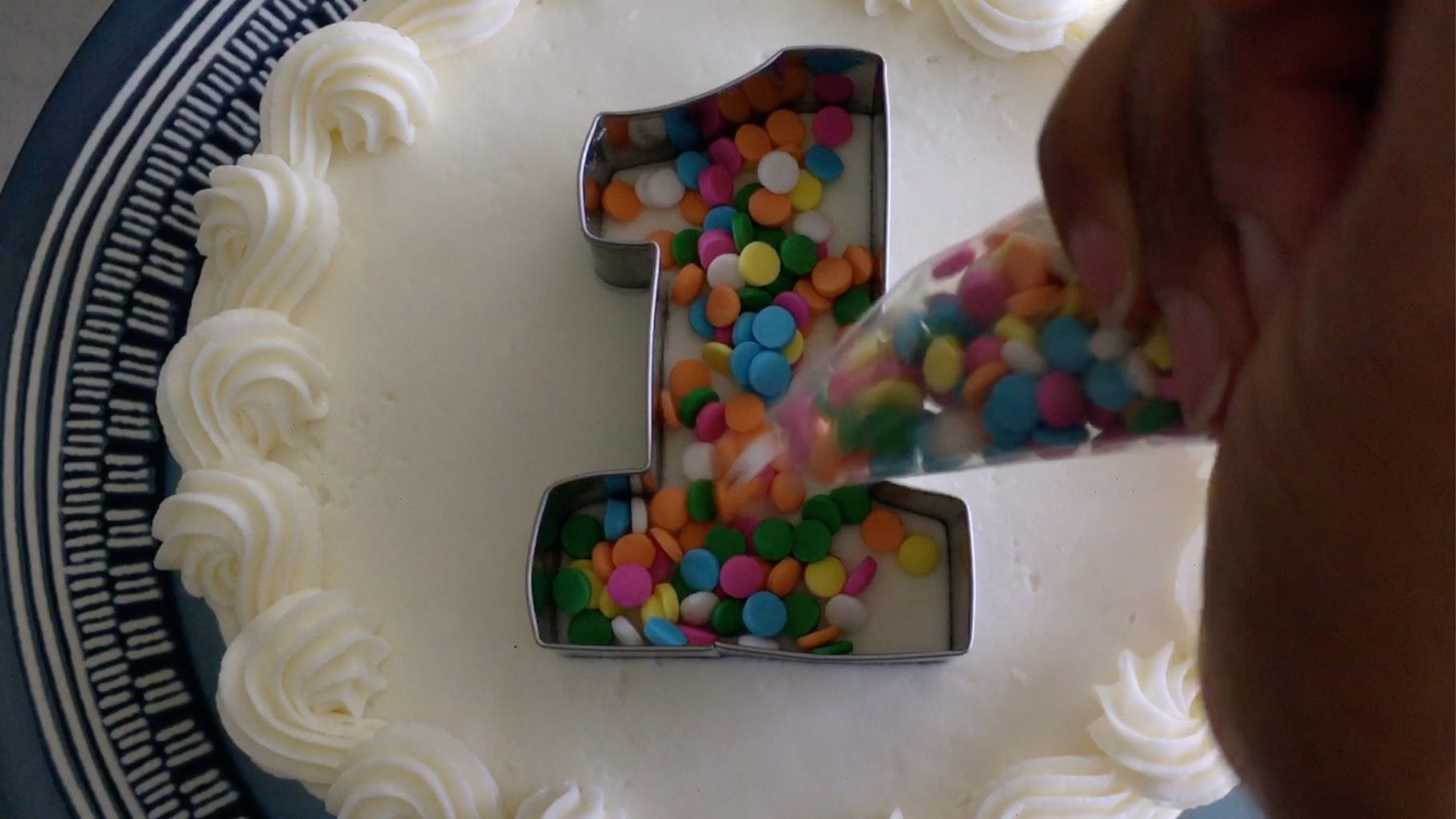 Step 14: Pour Sprinkles Into the Cutter